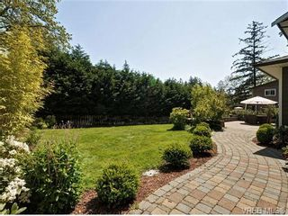 Photo 18: 1965 W Burnside Rd in VICTORIA: VR Hospital House for sale (View Royal)  : MLS®# 701142