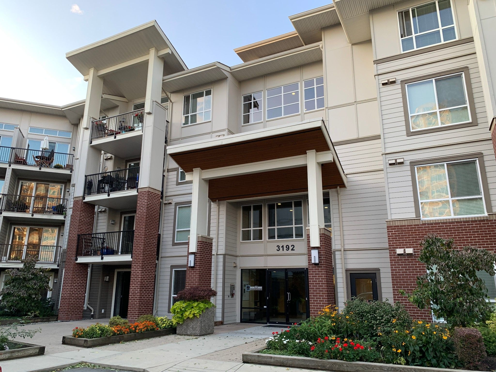 Main Photo: #408 3192 Gladwin Rd. in Abbotsford: Central Abbotsford Condo for rent