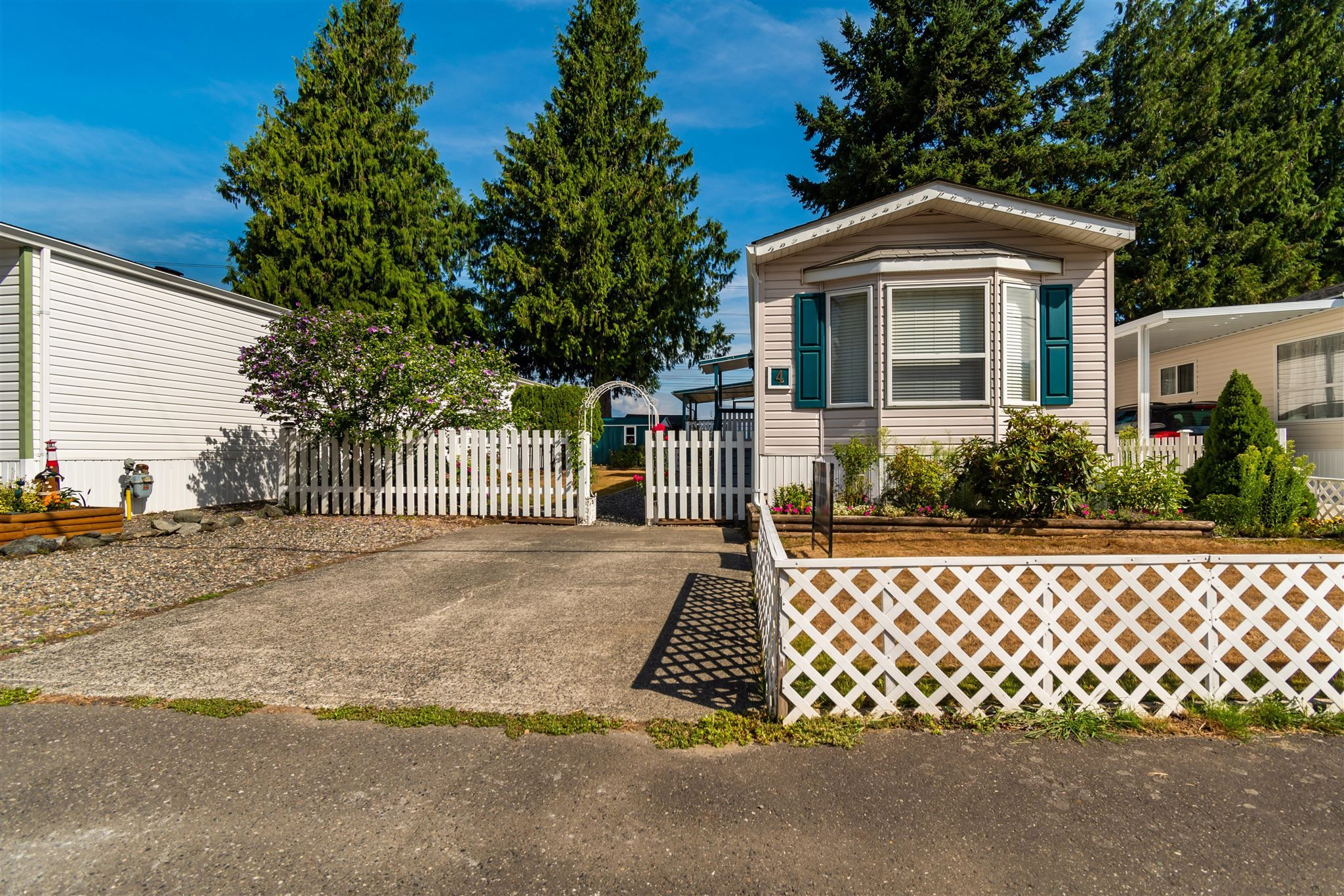 """Main Photo: 4 6338 VEDDER Road in Chilliwack: Sardis East Vedder Rd Manufactured Home for sale in """"MAPLE MEADOWS"""" (Sardis)  : MLS®# R2608417"""