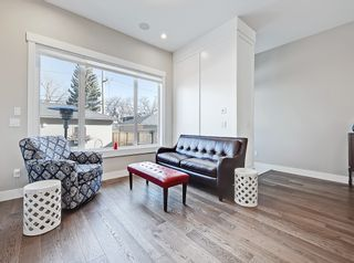Photo 4: 646 24 Avenue NW in Calgary: Mount Pleasant Semi Detached for sale : MLS®# A1082393