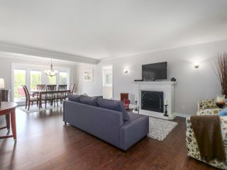 Photo 3: 1071 KING GEORGE Boulevard in Surrey: King George Corridor House for sale (South Surrey White Rock)  : MLS®# R2479614