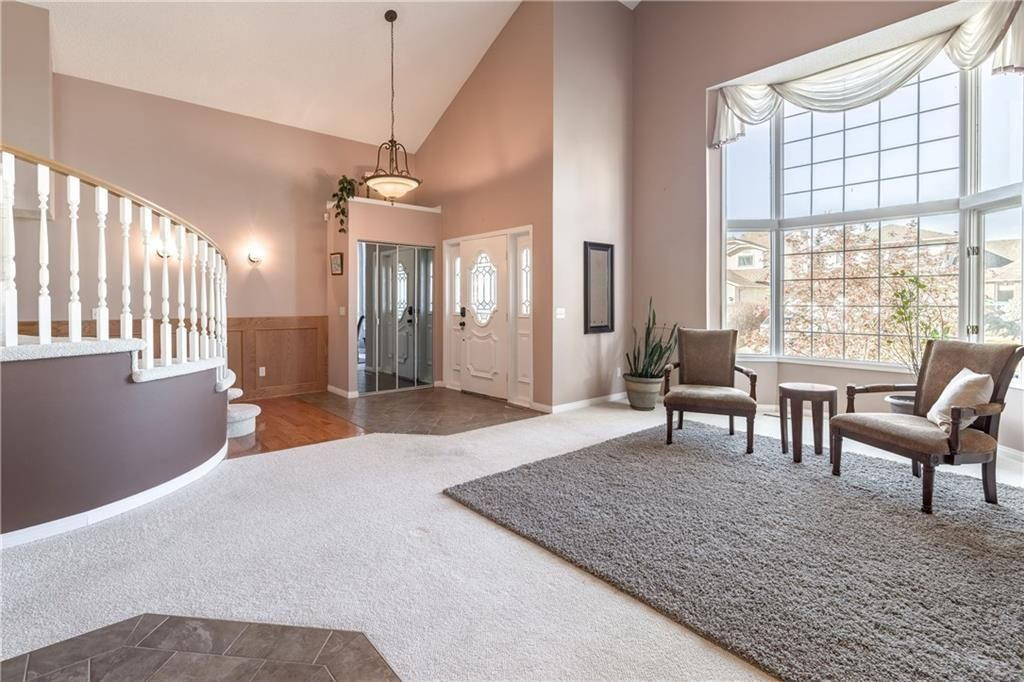 Photo 5: Photos: 248 WOOD VALLEY Bay SW in Calgary: Woodbine Detached for sale : MLS®# C4211183