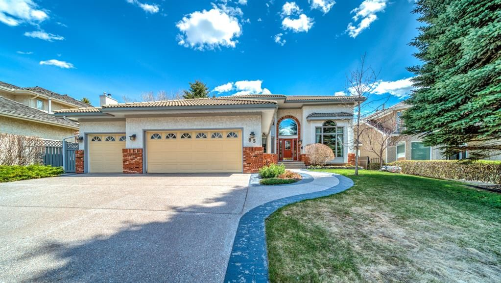 Main Photo: 65 Varsity Estates View NW in Calgary: Varsity Detached for sale : MLS®# A1105779
