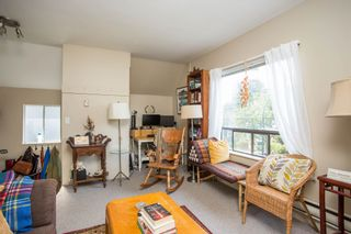 """Photo 4: 20 W 14TH Avenue in Vancouver: Mount Pleasant VW House for sale in """"CITY HALL"""" (Vancouver West)  : MLS®# R2615615"""