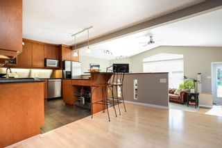 Photo 8: 827 Pepperloaf Crescent in Winnipeg: Charleswood Residential for sale (1G)  : MLS®# 202122244