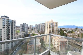 "Photo 6: 1708 3663 CROWLEY Drive in Vancouver: Collingwood VE Condo for sale in ""LATITUDE"" (Vancouver East)  : MLS®# R2535378"