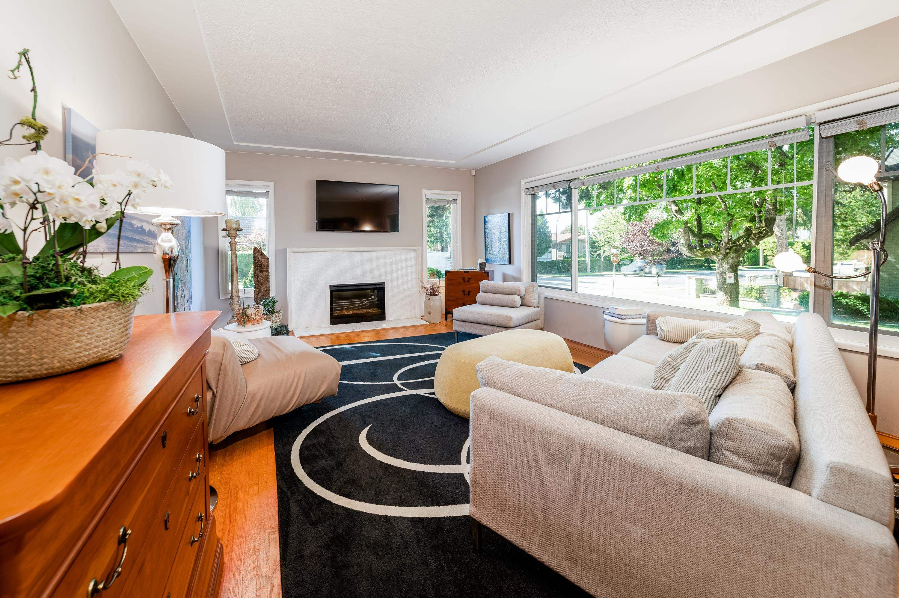 Main Photo: 6486 YEW Street in Vancouver: Kerrisdale House for sale (Vancouver West)  : MLS®# R2620297