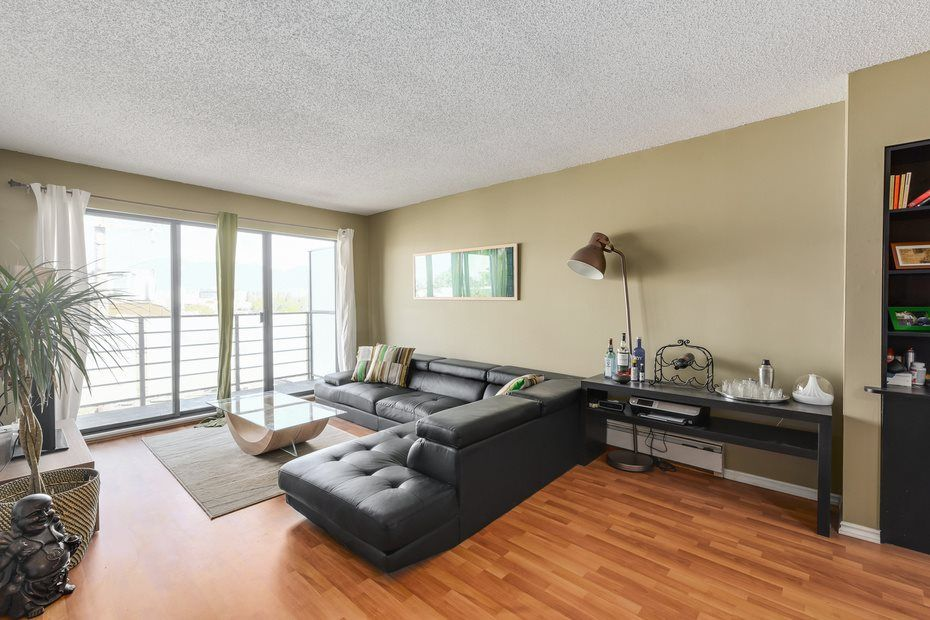"""Photo 3: Photos: 302 1933 W 5TH Avenue in Vancouver: Kitsilano Condo for sale in """"SAHLANO PLACE"""" (Vancouver West)  : MLS®# R2073154"""
