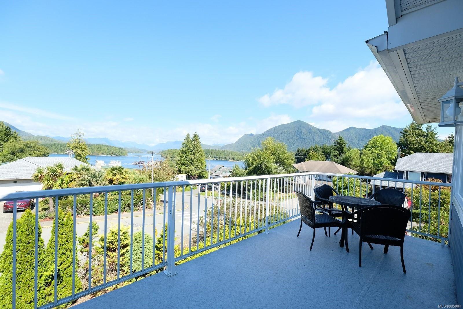 Balcony w/fantastic views!!
