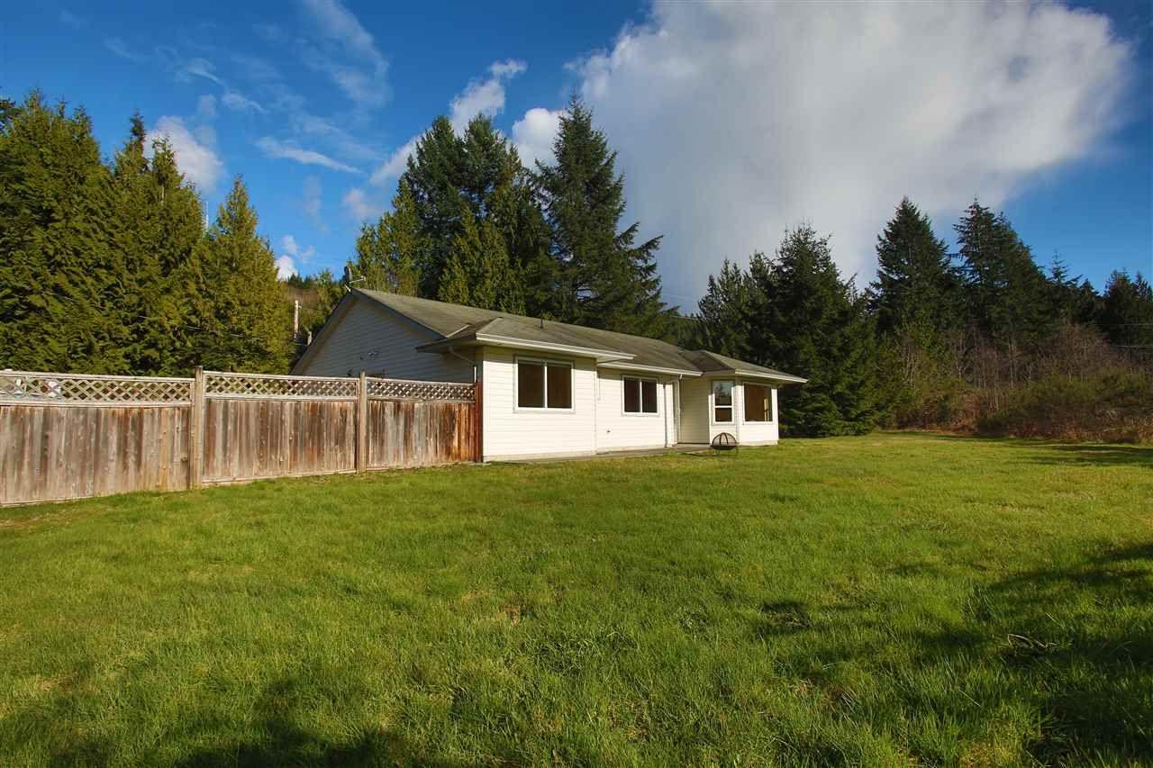 Main Photo: 6330 SECHELT INLET Road in Sechelt: Sechelt District House for sale (Sunshine Coast)  : MLS®# R2549499