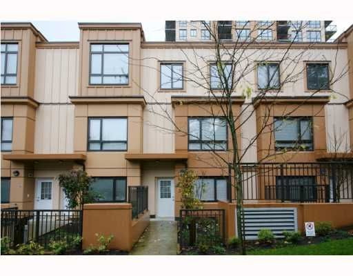 "Main Photo: 402 WESTVIEW Street in Coquitlam: Coquitlam West Townhouse for sale in ""ENCORE"" : MLS®# V800235"