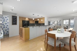 """Photo 6: 2411 W 1ST Avenue in Vancouver: Kitsilano Townhouse for sale in """"BAYSIDE MANOR"""" (Vancouver West)  : MLS®# R2408792"""