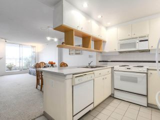 """Photo 2: 301 1978 VINE Street in Vancouver: Kitsilano Condo for sale in """"CAPERS BUILDING"""" (Vancouver West)  : MLS®# R2224832"""