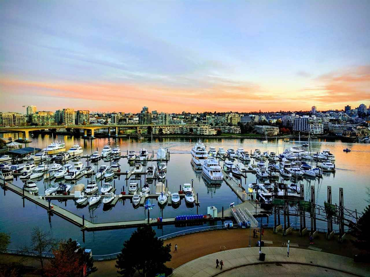 """Main Photo: 1001 1199 MARINASIDE Crescent in Vancouver: Yaletown Condo for sale in """"AQUARIUS 1"""" (Vancouver West)  : MLS®# R2475776"""