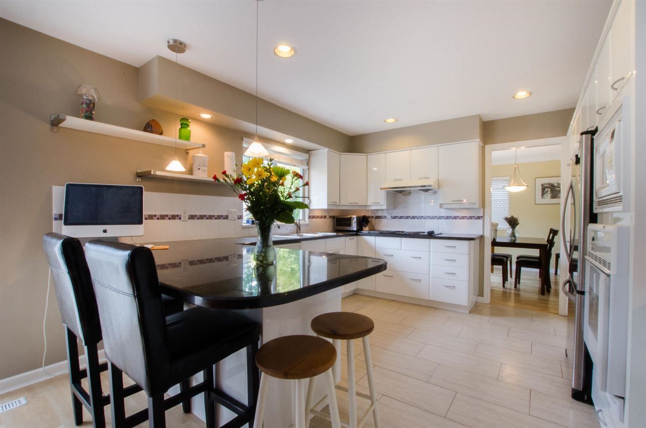 """Photo 9: Photos: 6159 45 Avenue in Delta: Holly House for sale in """"Sunrise"""" (Ladner)  : MLS®# R2284913"""