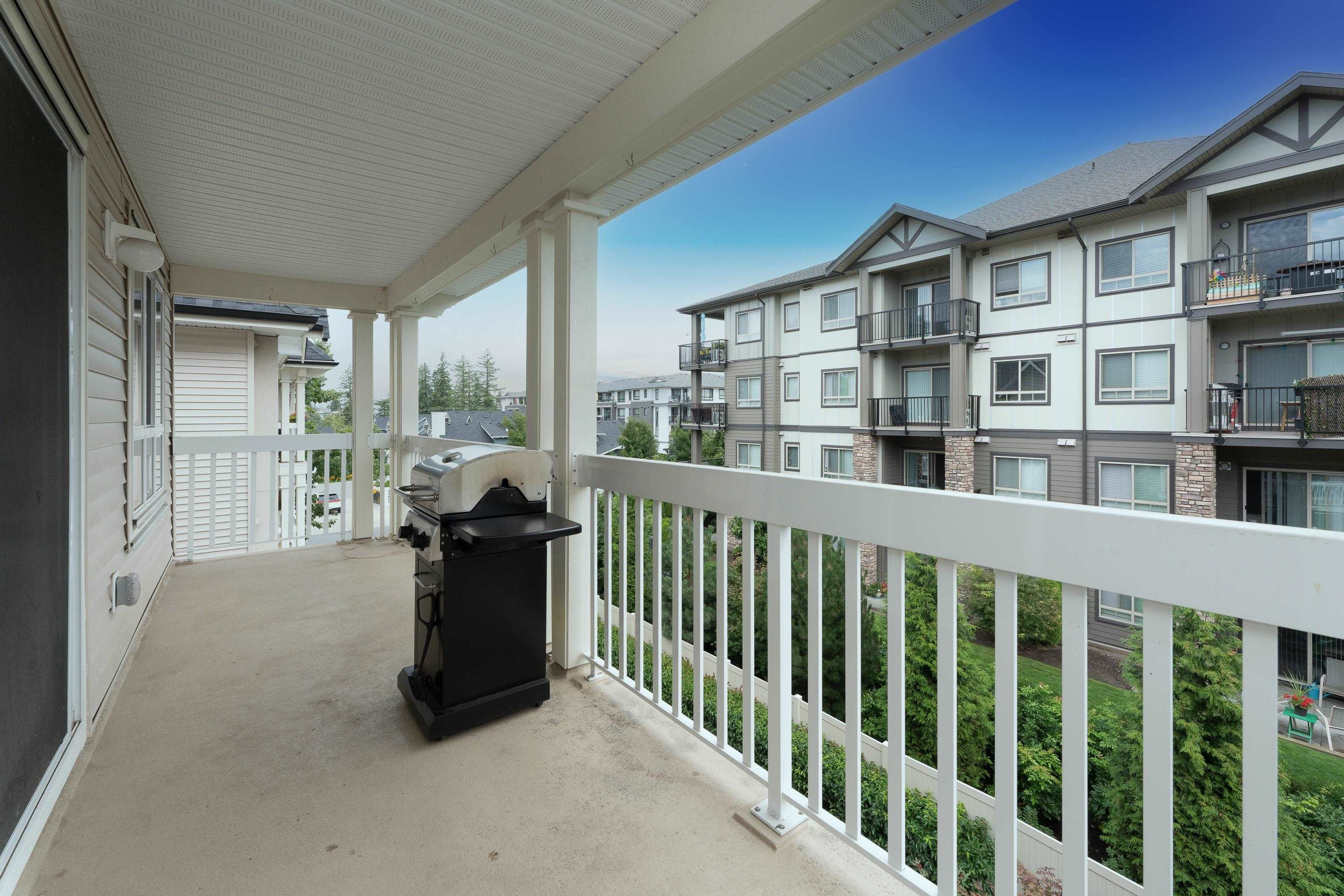 """Photo 11: Photos: 407 22022 49 Avenue in Langley: Murrayville Condo for sale in """"Murray Green"""" : MLS®# R2613823"""