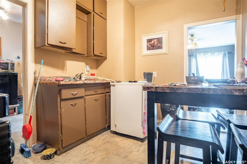 Photo 9: Photos: 2105 20th Street West in Saskatoon: Pleasant Hill Residential for sale : MLS®# SK863933