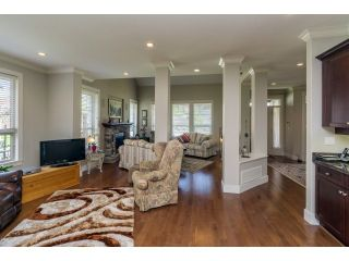 """Photo 6: 5915 164TH Street in Surrey: Cloverdale BC House for sale in """"WEST CLOVERDALE"""" (Cloverdale)  : MLS®# F1439520"""