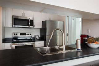 """Photo 12: 2607 438 SEYMOUR Street in Vancouver: Downtown VW Condo for sale in """"Conference Plaza"""" (Vancouver West)  : MLS®# R2574733"""
