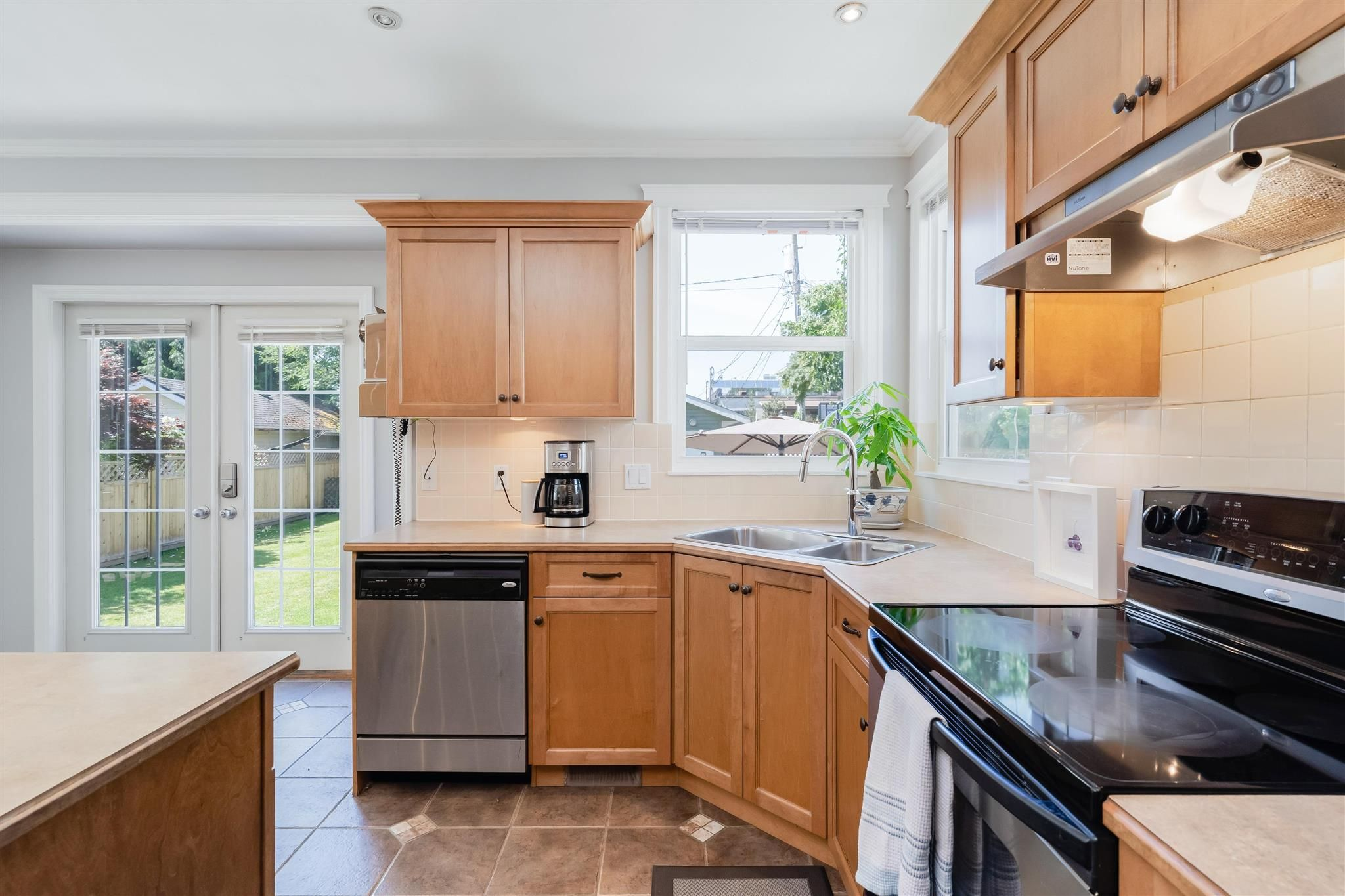 Photo 11: Photos: 412 FIFTH STREET in New Westminster: Queens Park House for sale : MLS®# R2594885