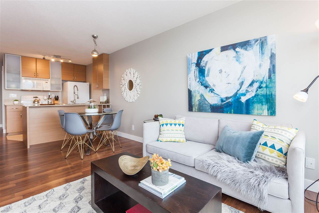 "Photo 1: Photos: 3401 909 MAINLAND Street in Vancouver: Yaletown Condo for sale in ""YALETOWN PARK"" (Vancouver West)  : MLS®# R2126957"
