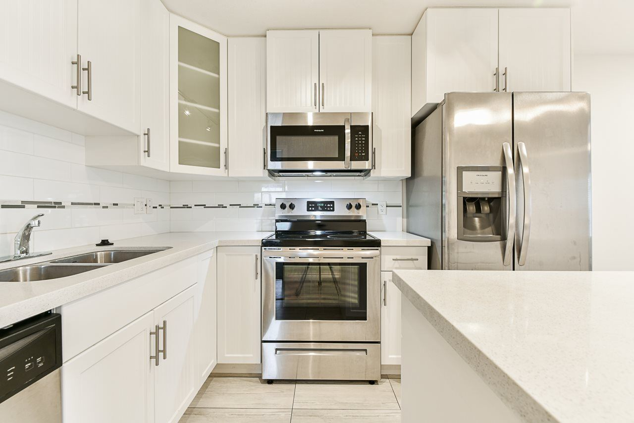 """Main Photo: 401 5650 201A Street in Langley: Langley City Condo for sale in """"Paddington Station"""" : MLS®# R2517171"""
