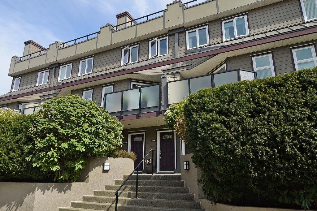 Main Photo: 148 W 18TH Street in North Vancouver: Central Lonsdale Townhouse for sale : MLS®# V1021367