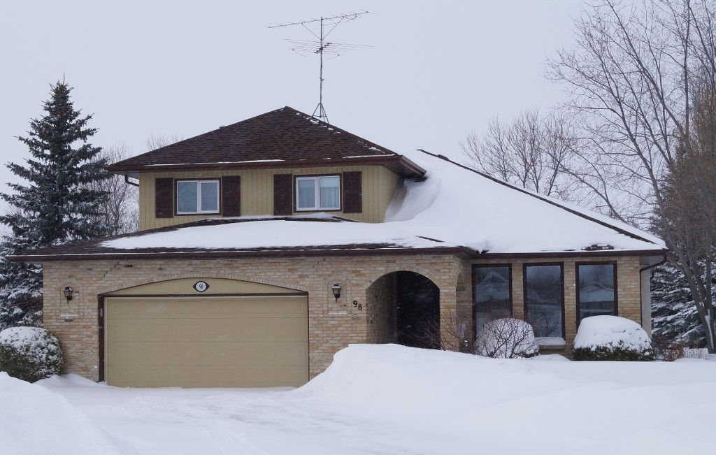 """SS 22 March. GREAT LOCATION! Impressive Custom Built 1942 sf 3 Bedroom 1-1/2 storey """"ARLT Home"""" on Gorgeous Mature Treed & Landscaped Pie Lot on Prime Bay in Oakbank. AT2 24x22 Garage insulated & drywalled."""