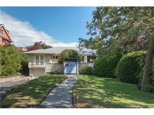 Main Photo: 10 Beach Dr in VICTORIA: OB South Oak Bay House for sale (Oak Bay)  : MLS®# 708817