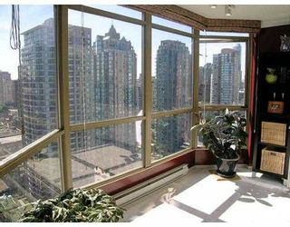 """Photo 5: 2602 867 HAMILTON Street in Vancouver: Downtown VW Condo for sale in """"JARDINE'S LOOKOUT"""" (Vancouver West)  : MLS®# V674303"""