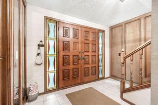Photo 2: 31 EDGEWOOD Place NW in Calgary: Edgemont Detached for sale : MLS®# C4305127
