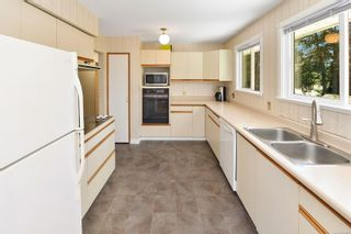 Photo 3: 217 Cottier Pl in : La Thetis Heights House for sale (Langford)  : MLS®# 879088