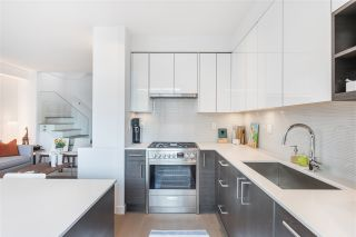 """Photo 9: 3171 QUEBEC Street in Vancouver: Mount Pleasant VE Townhouse for sale in """"Q16 - Quebec/16th"""" (Vancouver East)  : MLS®# R2401940"""