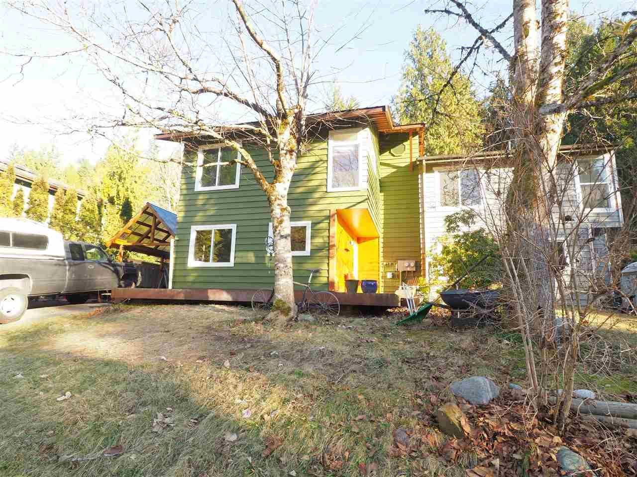 "Main Photo: 40628 PERTH Drive in Squamish: Garibaldi Highlands 1/2 Duplex for sale in ""Garibaldi Highlands"" : MLS®# R2422621"