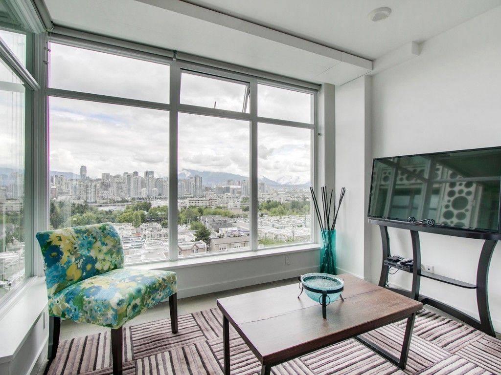 """Main Photo: 905 728 W 8TH Avenue in Vancouver: Fairview VW Condo for sale in """"700 WEST8TH"""" (Vancouver West)  : MLS®# R2082142"""