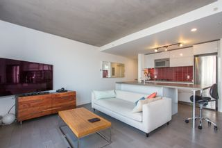 """Photo 7: 1203 108 W CORDOVA Street in Vancouver: Downtown VW Condo for sale in """"Woodwards W32"""" (Vancouver West)  : MLS®# R2322561"""