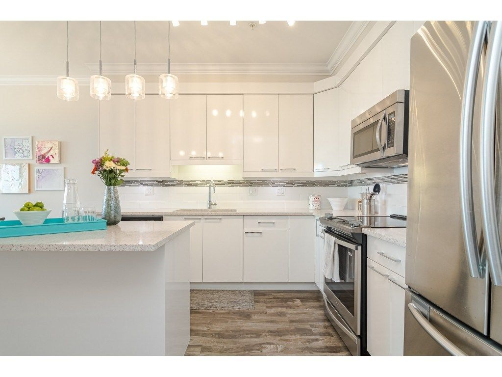 """Photo 6: Photos: 315 19228 64 Avenue in Surrey: Clayton Condo for sale in """"FOCAL POINT"""" (Cloverdale)  : MLS®# R2481765"""