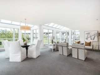 """Photo 2: 407 1551 MARINER Walk in Vancouver: False Creek Condo for sale in """"LAGOONS"""" (Vancouver West)  : MLS®# R2383720"""