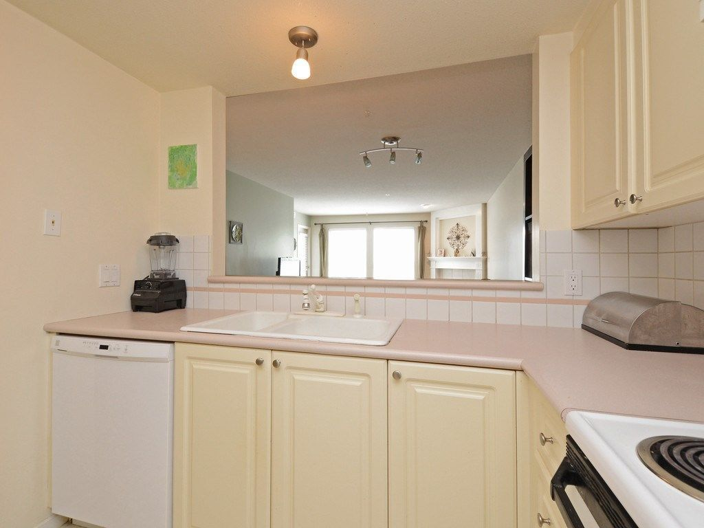 Photo 11: Photos: 412 1575 BEST Street: White Rock Condo for sale (South Surrey White Rock)  : MLS®# R2299527