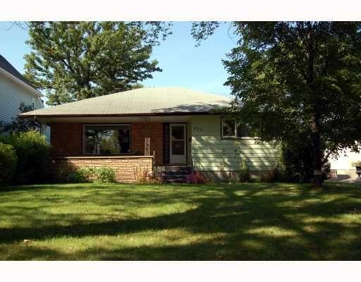 Main Photo: 809 OAKENWALD Avenue in WINNIPEG: Fort Garry / Whyte Ridge / St Norbert Residential for sale (South Winnipeg)  : MLS®# 2917814