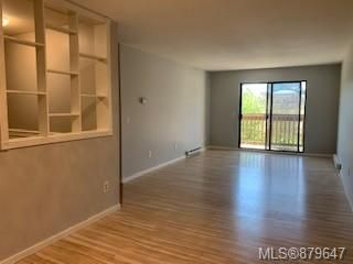 Photo 5: 405 4724 Uplands Dr in : Na Uplands Condo for sale (Nanaimo)  : MLS®# 879647