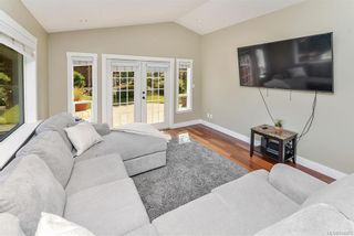 Photo 13: 1063 Chesterfield Rd in Saanich: SW Strawberry Vale House for sale (Saanich West)  : MLS®# 844474