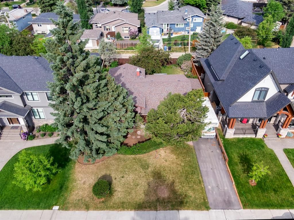 Main Photo: 15 42 Street SW in Calgary: Wildwood Detached for sale : MLS®# A1122775
