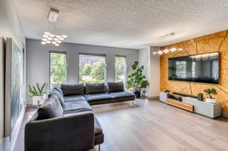 Photo 4: 1770 6 Avenue NW in Calgary: Hillhurst Detached for sale : MLS®# A1118978