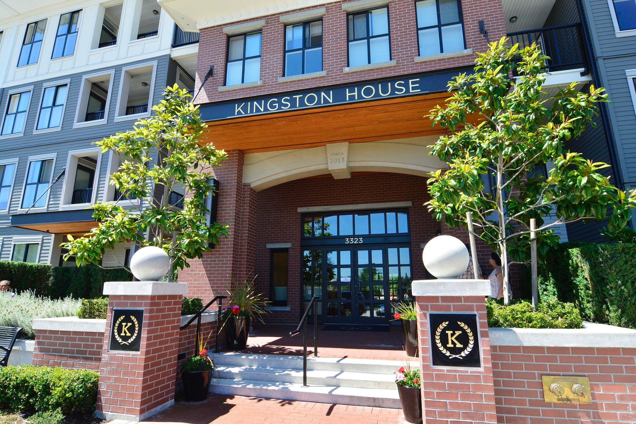 "Main Photo: 421 3323 151 Street in Surrey: Morgan Creek Condo for sale in ""KINGSTON HOUSE"" (South Surrey White Rock)  : MLS®# R2250405"