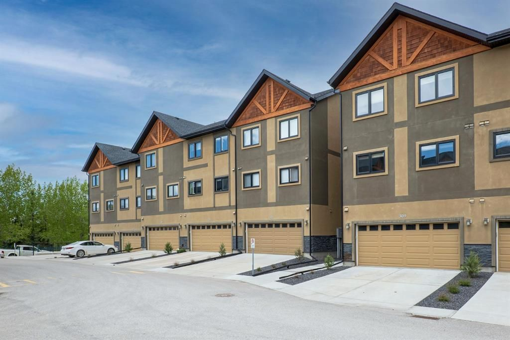 Main Photo: 309 Valley Ridge Manor NW in Calgary: Valley Ridge Row/Townhouse for sale : MLS®# A1112163