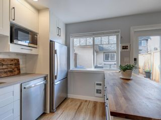 Photo 11: 2 2828 Shelbourne St in : Vi Oaklands Row/Townhouse for sale (Victoria)  : MLS®# 866174