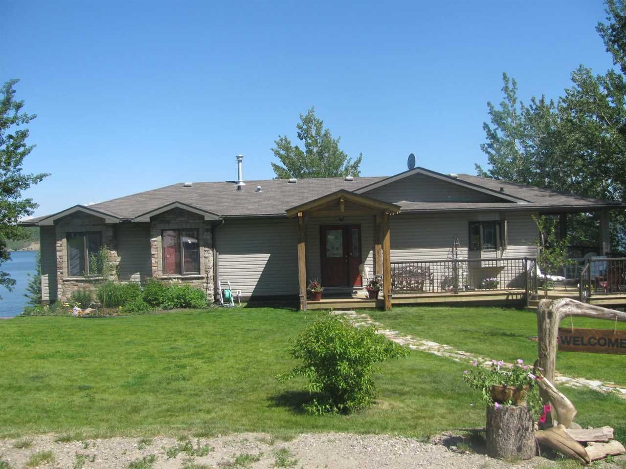 Main Photo: 13759 GOLF COURSE Road: Charlie Lake Manufactured Home for sale (Fort St. John (Zone 60))  : MLS®# R2453494