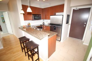 """Photo 5: 805 15 E ROYAL Avenue in New Westminster: Fraserview NW Condo for sale in """"VICTORIA HILL"""" : MLS®# R2145310"""