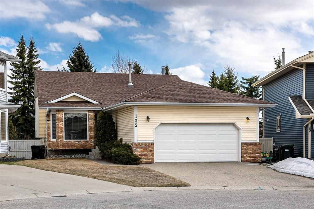Main Photo: 135 Scurfield Place NW in Calgary: Scenic Acres Detached for sale : MLS®# A1093329